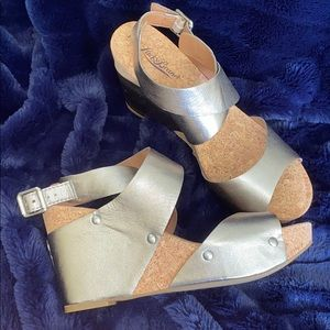 LUCKY BRAND PEWTER SILVER HIGH HEEL SANDALS.BUCKLE